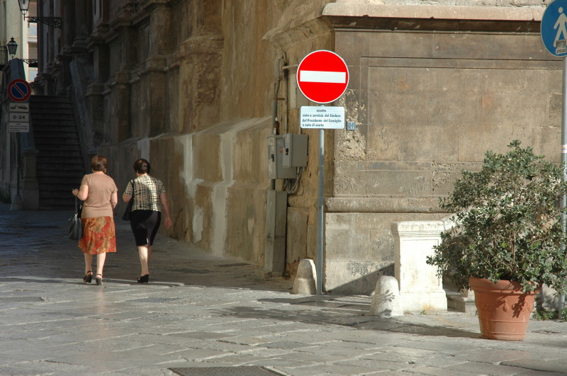 Two ladies are also in conversation – their intimacy contrasted with the much more public and generic no entry sign.  I only recently noticed the eyes on the other street sign.  Piazza Bellini